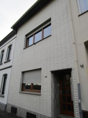 2-3 Familienhaus, nutzbar auch als Anlageobjekt, 52249 Eschweiler, Mehrfamilienhaus