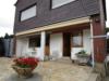 Massives, freistehendes Einfamilienhaus mit Garage und großzügigem Grundstück - Terrasse