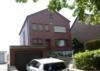Massives, freistehendes Einfamilienhaus mit Garage und großzügigem Grundstück - Vorderansicht