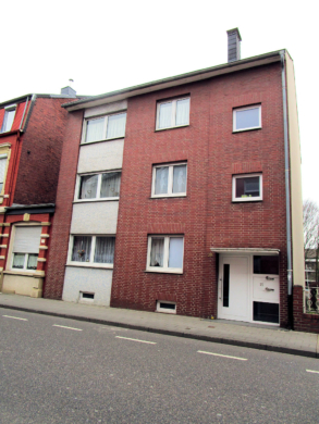 Dreifamilienhaus als solides Anlage-Objekt, 52249 Eschweiler, Mehrfamilienhaus