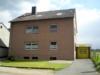Geräumige Eigentumswohnung am Stadtrand von Eschweiler - Vorderansicht mit Garage