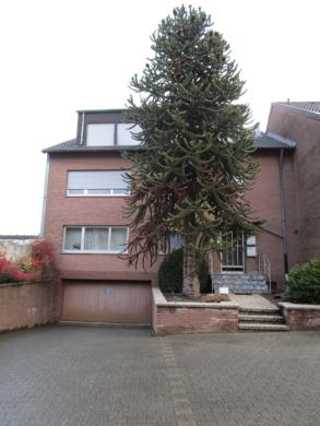 Gepflegte und gediegene 3-Zimmer-Wohnung in ruhigem 3-Familien-Wohnhaus in Eschweiler-Hastenrath, 52249 Eschweiler, Dachgeschosswohnung