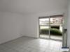 Gut aufgeteilte Souterrain-Wohnung im gepflegten Mehrfamilienhaus mit Garage - Wohnzimmer