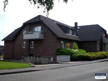 Gut aufgeteilte Souterrain-Wohnung im gepflegten Mehrfamilienhaus mit Garage, 52249 Eschweiler, Souterrainwohnung