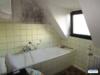 Kleines, freistehendes Einfamilienhaus mit großem Grundstück und Garage - Bad om OG