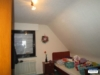Kleines, freistehendes Einfamilienhaus mit großem Grundstück und Garage - Schlafzimmer3