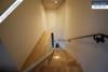 Sehr gepflegtes, freistehendes 1-2 Familienhaus mit 3 Garagen in ruhiger Wohngegend - Treppenhaus OG