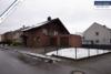 Sehr gepflegtes, freistehendes 1-2 Familienhaus mit 3 Garagen in ruhiger Wohngegend - Seitansicht mit Rasenfläche