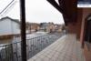 Sehr gepflegtes, freistehendes 1-2 Familienhaus mit 3 Garagen in ruhiger Wohngegend - Balkon OG