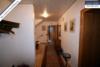 Sehr gepflegtes, freistehendes 1-2 Familienhaus mit 3 Garagen in ruhiger Wohngegend - Hausflur EG