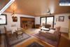 Sehr gepflegtes, freistehendes 1-2 Familienhaus mit 3 Garagen in ruhiger Wohngegend - ^Wohn/Esszimmer EG