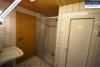 Sehr gepflegtes, freistehendes 1-2 Familienhaus mit 3 Garagen in ruhiger Wohngegend - Dusche KG