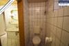 Sehr gepflegtes, freistehendes 1-2 Familienhaus mit 3 Garagen in ruhiger Wohngegend - WC KG