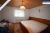 Sehr gepflegtes, freistehendes 1-2 Familienhaus mit 3 Garagen in ruhiger Wohngegend - Schlafzimmer EG
